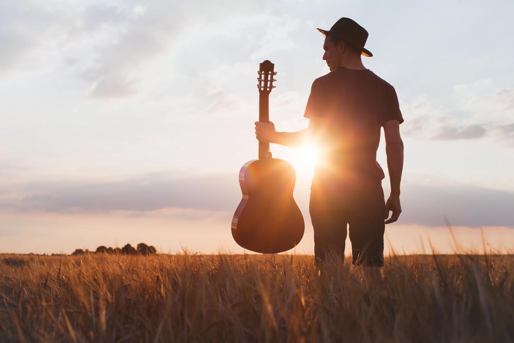 キンキキッズの光の気配の歌詞の意味と変わらぬ魅力について