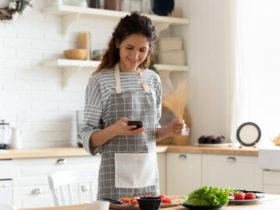 リュウジのバズレシピが人気!料理をラクに楽しくしてくれるレシピが満載