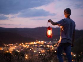 コブクロの「灯ル祈リ」の歌詞の意味と曲の内容について